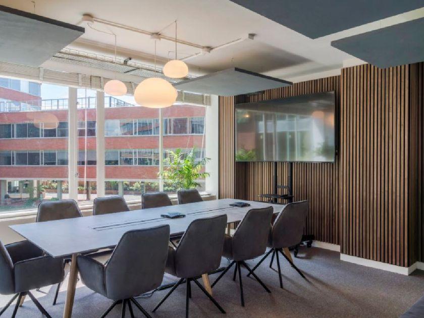 wooden-acoustic-slat-wall-panels-meeeting-room